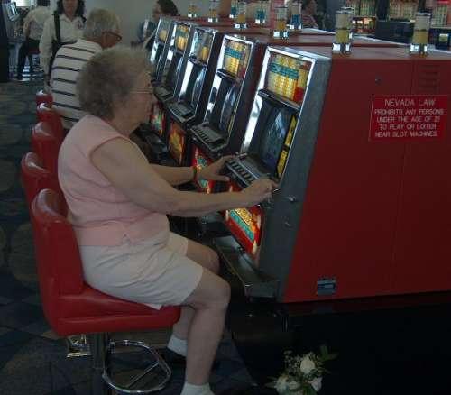 Grandma slots funny pictures entertainment for Fishing bob slot machine
