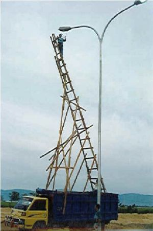 Funny Pictures of Unsafe Ladder Truck