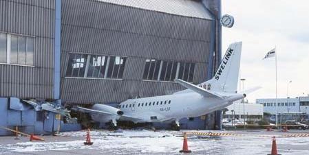Funny Pictures Of Garage Door Closing On Plane