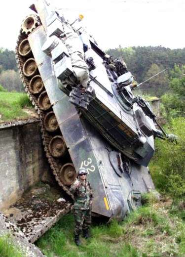Funny Pictures of Army Tank On Nose