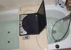 Funny Pictures of Laptop and Cell Phone in Bath Tub