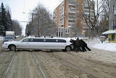 Picture of limo in a winter storm.
