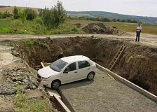 Funny Pictures of Car Crashed in Hole In Ground