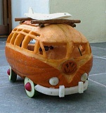 Funny Pictures of Van Made of Pumpkin