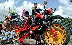 Funny Pictures of Huge Motorcycle