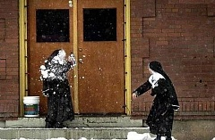 Funny Pictures of Nun Snowball Fight