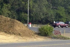 Funny Pictures of Misspelled Free Dirt Sign