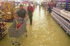 Funny Pictures of a Flooded Venice Supermarket